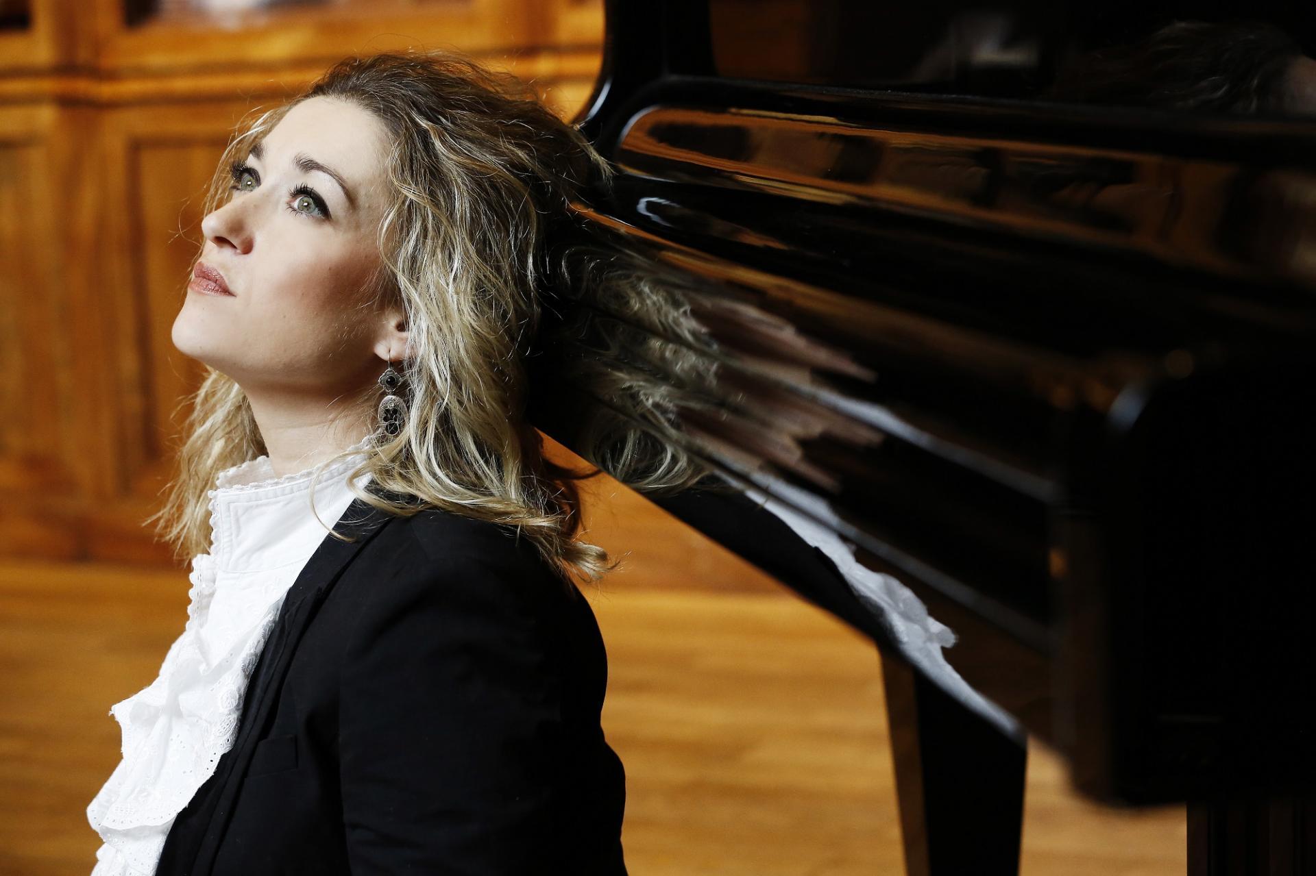 Laure Favre-Kahn, pianist